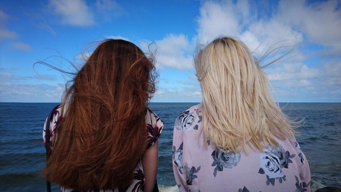 12 Great Reads that Celebrate the Bonds Between Women | Photo by Mārtiņš Zemlickis on Unsplash